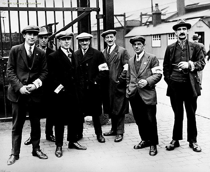 Union dock workers picket docks in the 1926 General Strike. From TUC Library Collections