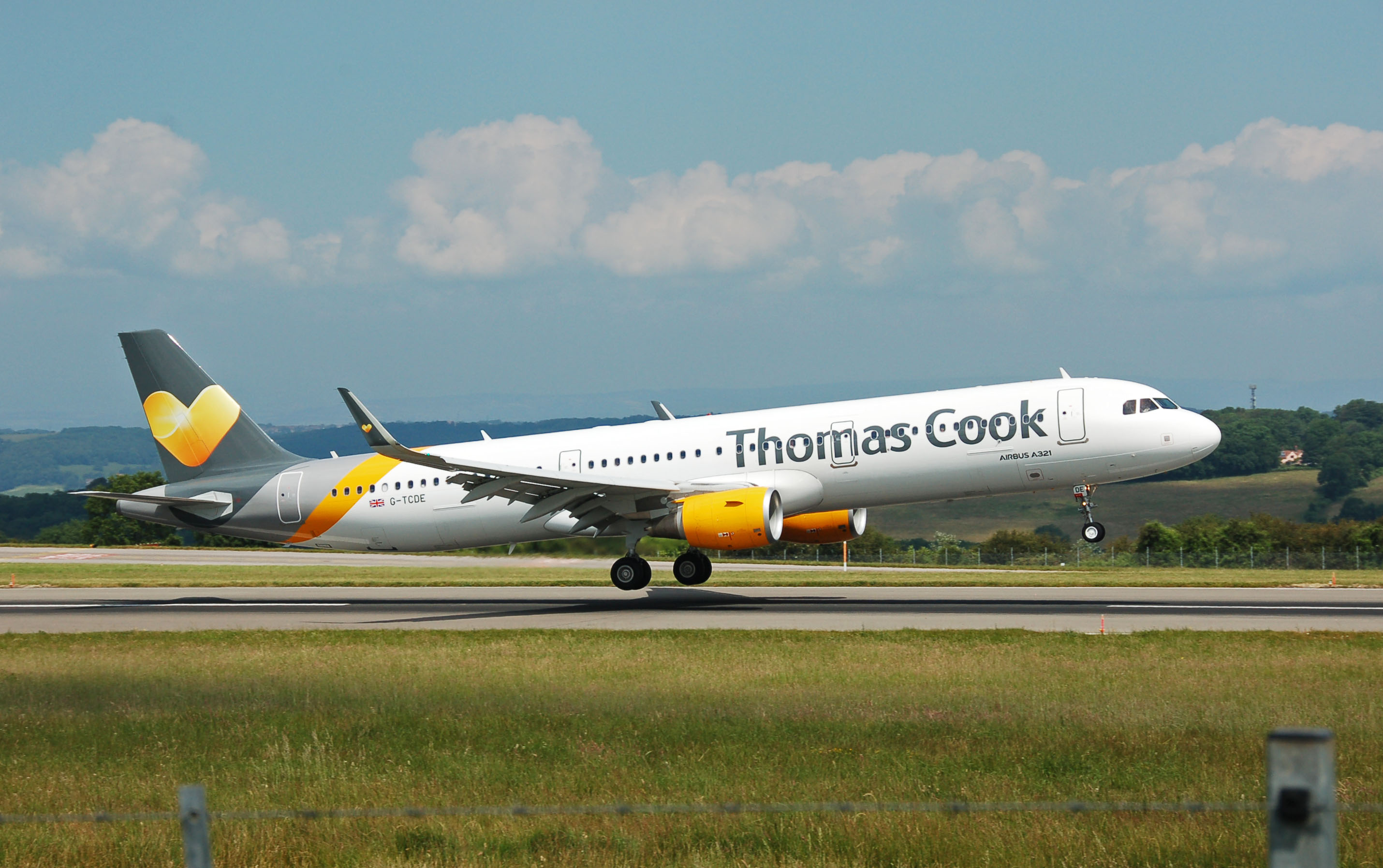 Thomas_Cook_Airlines1_