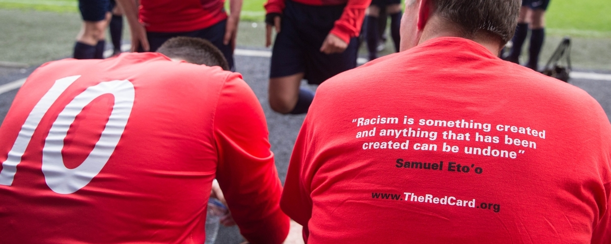 show racism the red card2