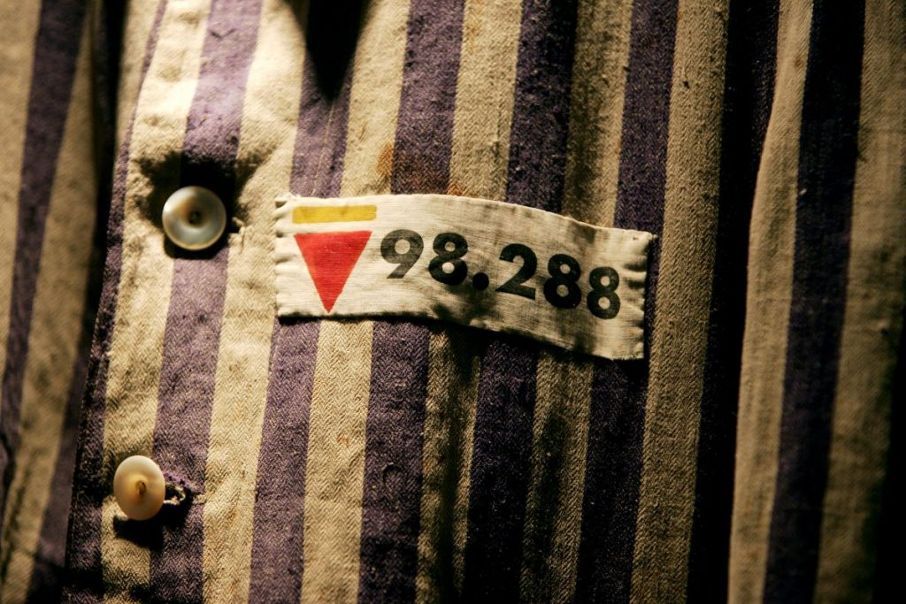 Badge denotes political/trade union prisoner at Auschwitz